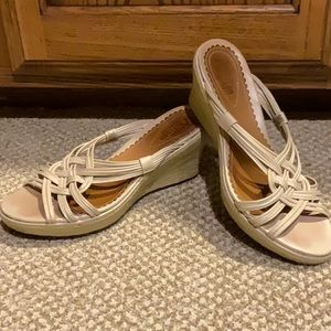 Cl arks Artisan Bone colored scrappy wedge sz 6.5